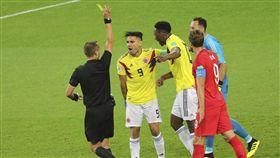 ▲哥倫比亞隊長法考(Radamel Falcao)遭美國主審出黃牌。(圖/美聯社/達志影像)