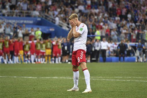 ▲丹麥選手約根森(Nicolai Jorgensen)踢丟12碼點球。(資料照/美聯社/達志影像)