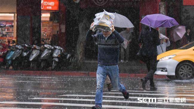 山區民眾注意!9縣市發布大雨特報 嚴防瞬間暴雨