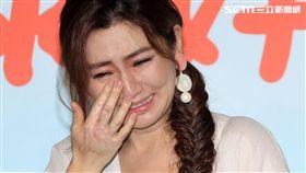 Selina任家萱化身72歲老老照顧者代言公益,看到自己與老老拍的MV後感動不盡淚流滿面。(記者邱榮吉/攝影)