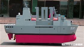Q版磐石軍艦、劍龍潛艦、AAV-7兩棲突擊車 海軍司令部提供