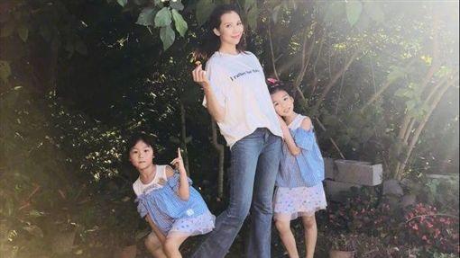 ▲蔡少芬與2個女兒上大陸親子實境秀。(圖/翻攝自微博、YouTube)