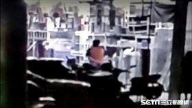 監視器拍到王清正徒步離開住處,高雄市,陳姓老翁,殺人。翻攝畫面