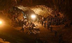 ▲泰少足困洞穴。(圖/翻攝自泰國網臉書)