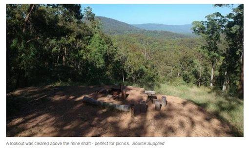 後院散步被金塊絆倒…他意外發現「自家金礦」 圖/翻攝自澳洲新聞網