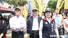 八百壯士反年改、反軍改抗議,李來希、厲耿桂芳台下支持。 (圖/記者林敬旻攝)