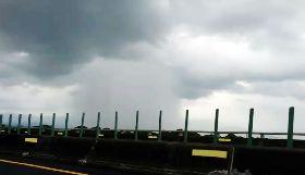 嘉義天空出現雨瀑  似瀑布從天而降