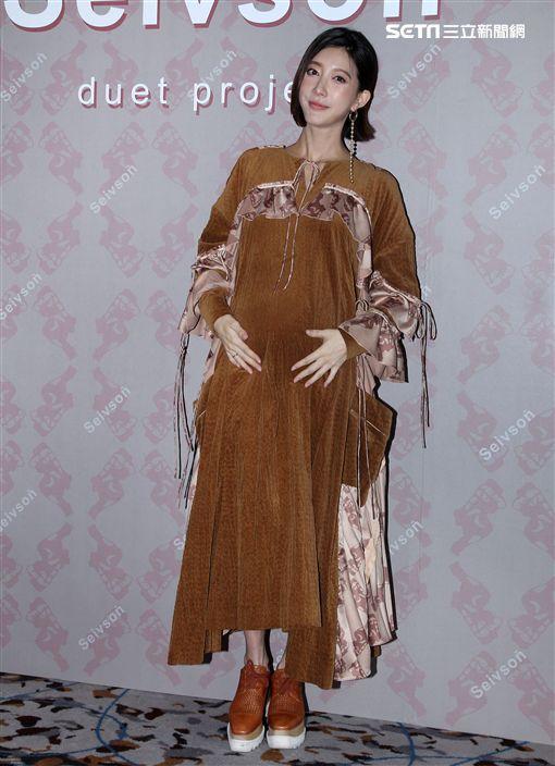 宋米秦懷著身孕為自己的品牌主持展示會。(記者邱榮吉/攝影)