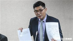 國民黨立委許毓仁主持「立法先行、驅動創新 自動駕駛車輛一讀」記者會 圖/記者林敬旻攝
