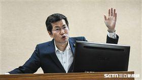 民進黨立法委員羅致政出席國防及外交委員會質詢。 (圖/記者林敬旻攝)