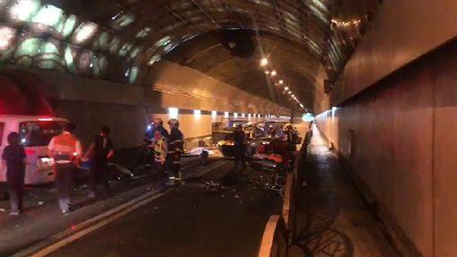台北市自強隧道今晨死亡車禍。(圖/翻攝畫面)