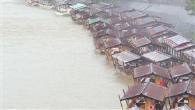 梅雨鋒面滯留…日本豪雨成災 已知4死1重傷6失蹤(圖/美聯社/達志影像)