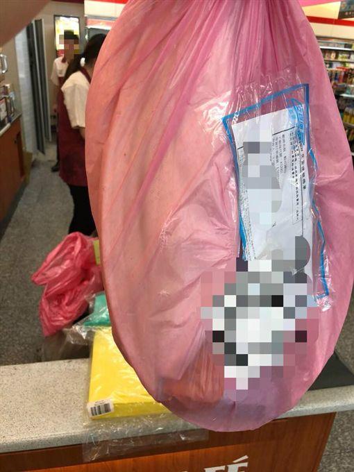 網購包裝長這樣,買家怒:「花500元買垃圾」。(圖/翻攝爆怨公社)