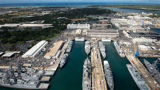 美海軍考慮戰艦延壽美國海軍擬延長所有艦艇的壽命。圖停靠在珍珠港的美國軍艦。(取自美國海軍官網)中央社記者曹宇帆洛杉磯傳真  107年6月8日