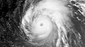 NOAA公布太空照 颱風瑪莉亞結構「超厚實」(圖/翻攝自推特)