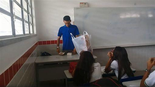 巴西學生募款助老師度難關(圖/翻攝布魯諾‧拉斐爾‧派瓦(Bruno Rafael Paiva)臉書)
