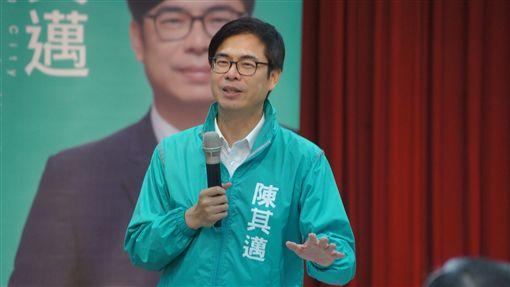 陳其邁扮演地表最強母雞 獲跨黨派里長支持(圖/翻攝畫面)