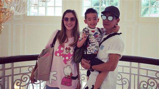 陳小春應采兒結婚8年,生有一子Jasper。(圖/翻攝自微博)