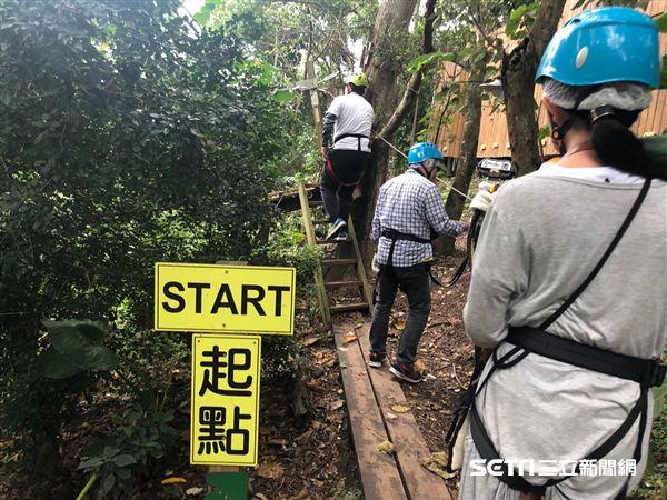 野猴子探索森林,溜索。(圖/記者簡佑庭攝)