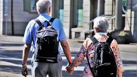 老人,夫妻,散步(圖/翻攝自pixabay)