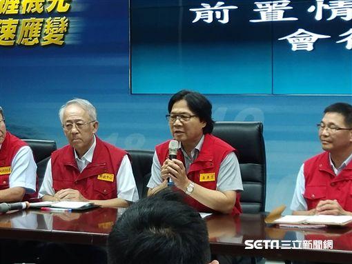 內政部長葉俊榮9日上午11時許到中央災害應變中心主持情資研判會議。(圖/記者盧素梅攝)