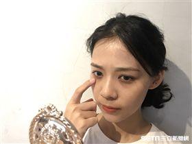 醫師顏宏融說,過敏性黑眼圈形成的原因,與眼周血液循環不良有關。(圖/公關照)