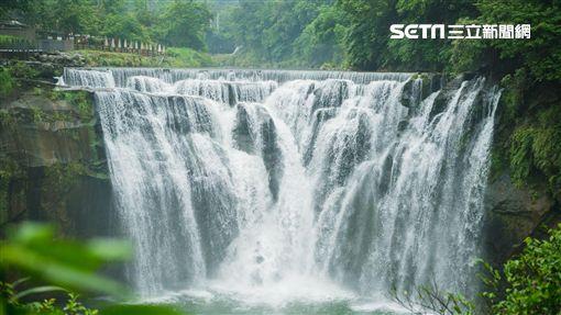 新北十分瀑布。(圖/新北觀光局提供)