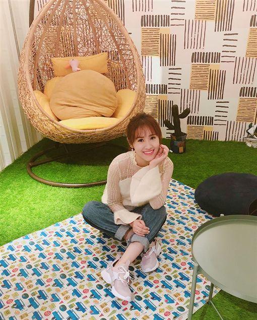 吳宗憲跟女兒Sandy(吳姍儒)在台北東區開的「無聊咖啡店」。(翻攝臉書)