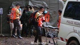 泰國,受困,山洞,救援,足球(圖/翻攝自泰國頭條新聞微博)