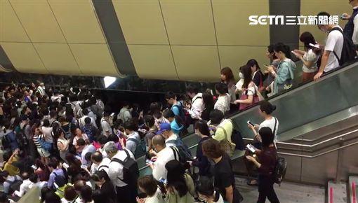 颱風,停班停課,內湖,塞車,捷運(圖/翻攝畫面)