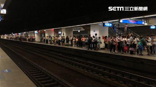 颱風,停班停課,內湖,塞車,捷運(圖/民眾提供)