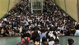捷運 放假 颱風 擁擠 翻攝網路 南京復興