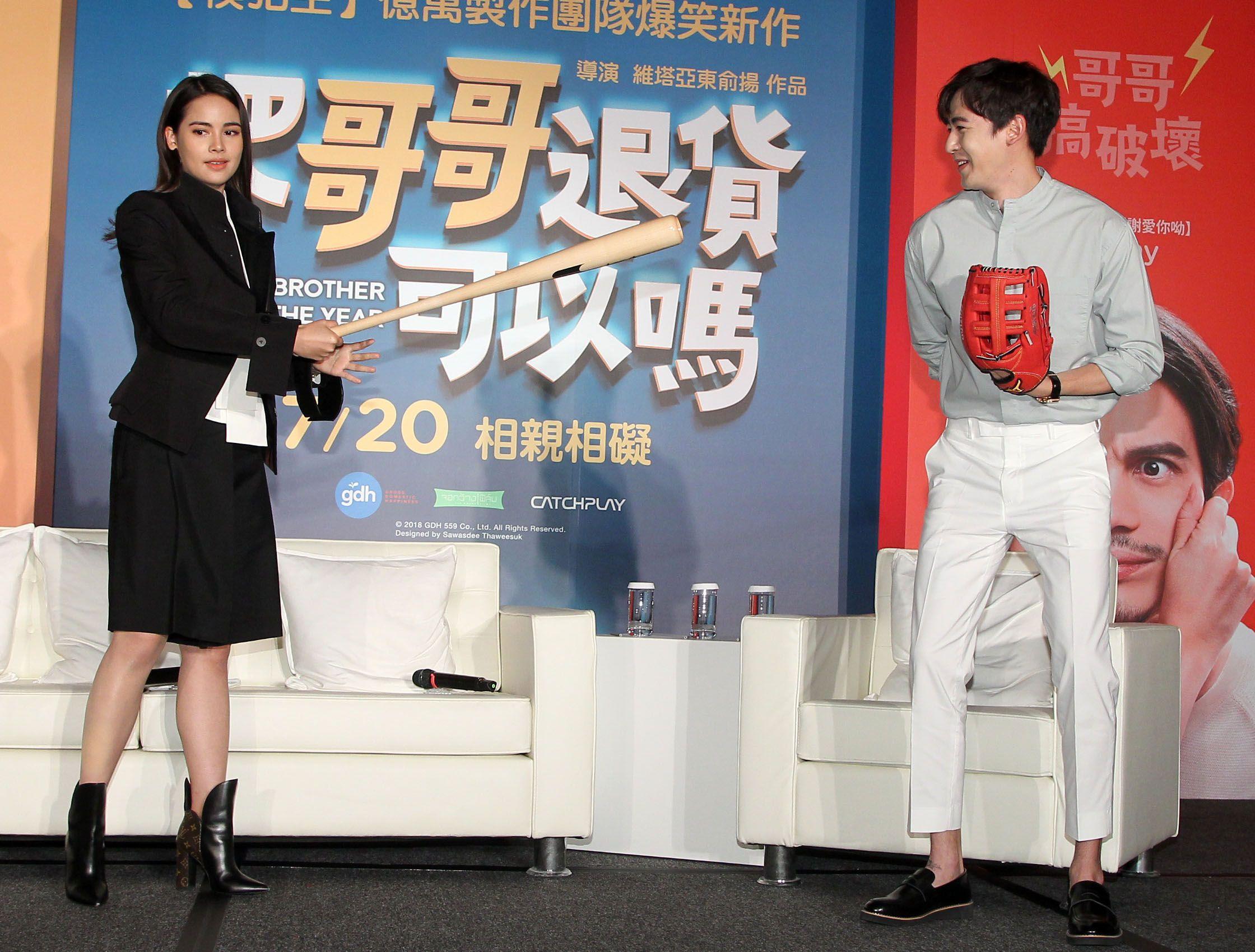 泰國電影「把哥哥退貨可以嗎」男女主角YaYa、尼坤。(記者邱榮吉/攝影)
