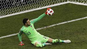 ▲克羅埃西亞門將Danijel Subasic擋住12碼球。(圖/美聯社/達志影像)