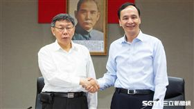 台北市長柯文哲、新北市長朱立倫出席雙北合作交流平台。 圖/記者林敬旻攝