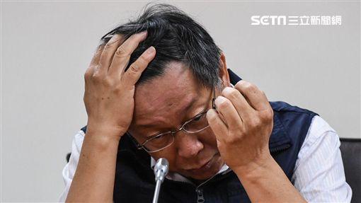 16:9台北市長柯文哲前往災害應變中心聽取簡報並接受聯訪。 (圖/記者林敬旻攝)