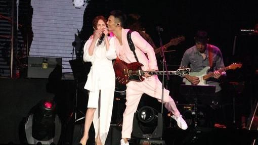 ▲李榮浩在演唱會上親楊丞琳臉頰。