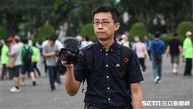 姚文智機蛋大遊行,台北市議員參選人邱議員、呱吉現身台下。(圖/記者林敬旻攝)