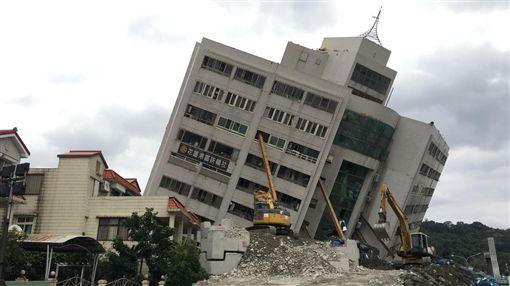 0212花蓮雲門翠堤、雲翠大樓拆除現場/記者郭奕均攝