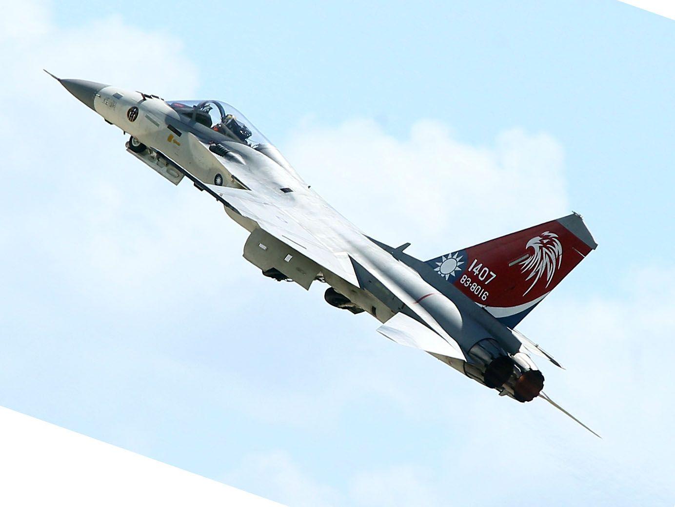 IDF經國號戰機實施高難度性能展示。(記者邱榮吉/台東拍攝)