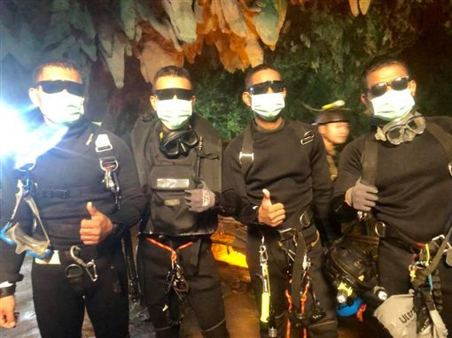 泰國洞穴救援、少年足球隊救援/翻攝自Thai NavySEAL臉書