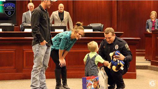 美國暖警不放棄CPR 3歲男童奇蹟恢復心跳
