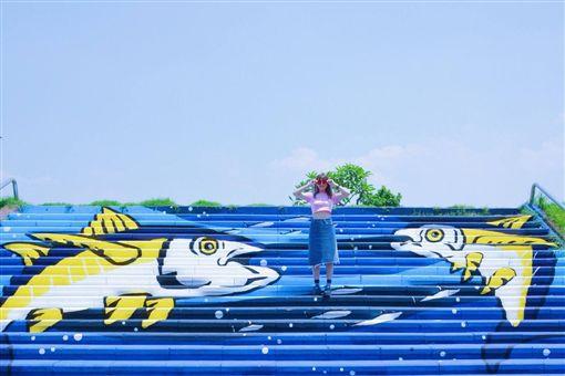 東港黑鮪魚彩繪階梯。(圖/翻攝自屏東縣政府觀光傳播處臉書)