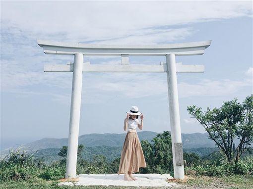 高士神社,純白鳥居。(圖/翻攝自屏東縣政府觀光傳播處臉書)