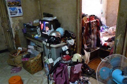 一家6口睡衣物堆/兒福聯盟提供