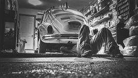 車庫,修車,修車工 圖翻攝自pixabay