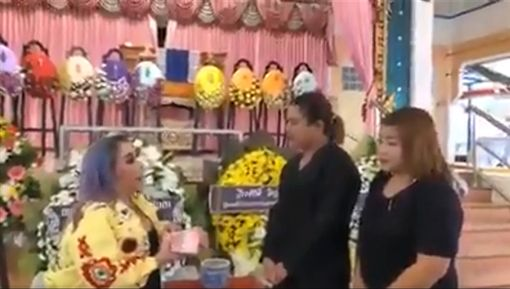 泰國,足球隊,猛男,徵婚,Leena Jungjanya,富婆/翻攝自ไทยสุดยอด臉書