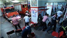 世足看一半警鈴大作 克羅埃西亞消防員火速換裝出勤! 圖/翻攝臉書