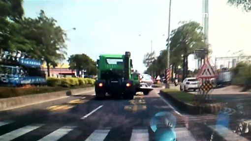 死角車撞爛,曳引車,切車,休旅車,遭撞,旋轉