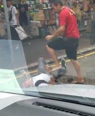 阿伯,紅衣,鬥毆,香港,旺角 圖/翻攝自臉書巴打絲打 Facebook Club